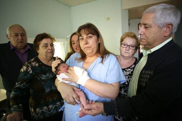 El primer bebé del año en Aragón, vecino de Parque Goya